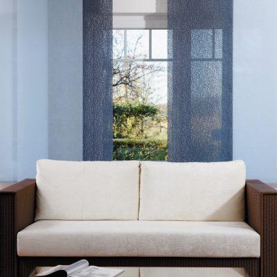Teba Flächenvorhang 2664, 2604 blau Stimmungsaufnahme / Fenstersituaton